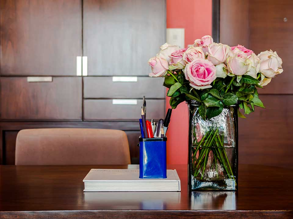 HWhy You Should Have Flowers in Your Office