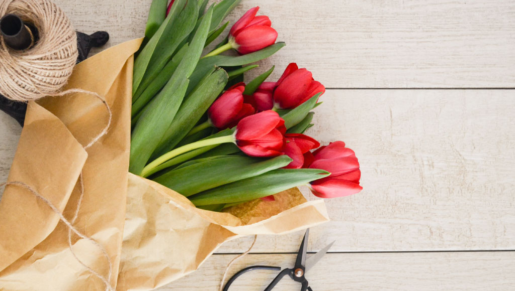 HMoney-Saving Tips for Sending Flowers this Mother's Day