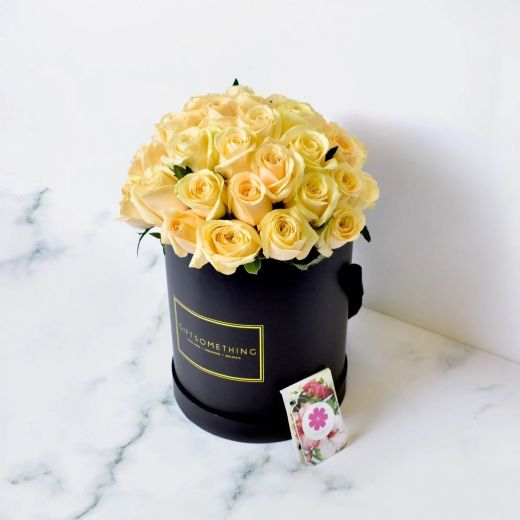 CHAMPAGNE ROSES IN BLACK ROUND FLOWER BOX