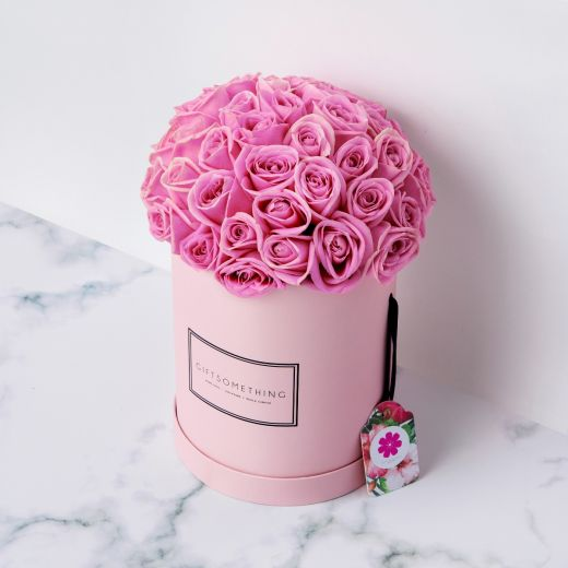 ROSES IN PINK ROUND FLOWER BOX
