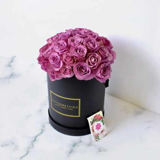 PURPLE ROSES IN BLACK ROUND FLOWER BOX