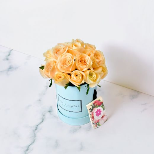 CHAMPAGNE ROSES IN BLUE ROUND FLOWER BOX