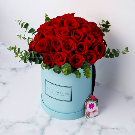 NOBLE RED ROSES IN ROUND FLOWER BOX